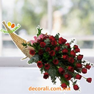 Cuerno de la abundancia con 48 rosas