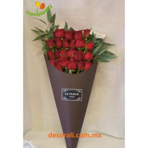 Ramo vintage rosas rojas.