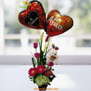 Detalle de tulipanes peluche y globos