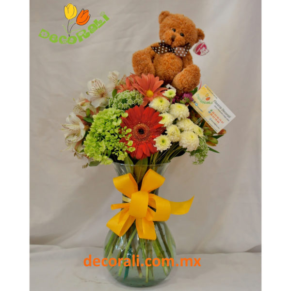 Detalle floral con peluchito
