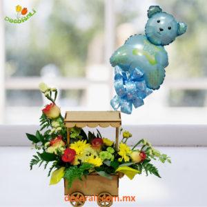 Cochecito de flores con globo