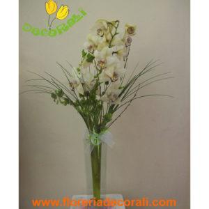 Orquidea cymbidium con florero fino
