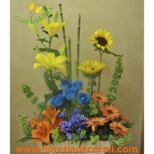 Rosas azules girasoles y gerberas