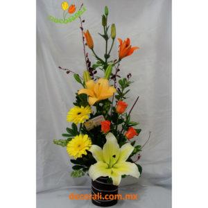 Detalle lilis rosas y gerberas.