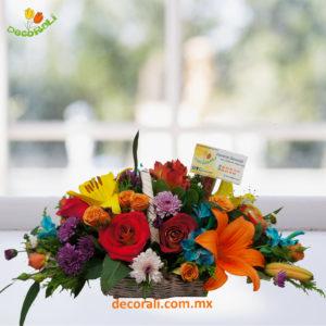 Canasta mini con flores.
