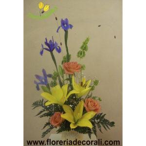 Detalle de rosas iris y lilis.