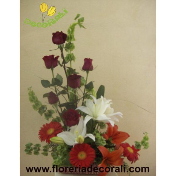 Detalle de rosas lilis y gerberas.