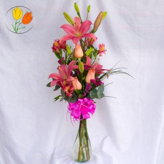 Violetero con rosas y lilis