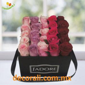 Caja de rosas multicolor