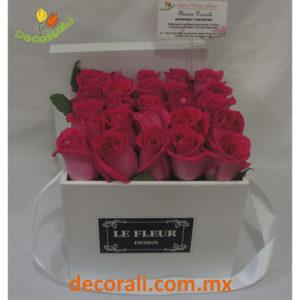 Caja de rosas fucsia