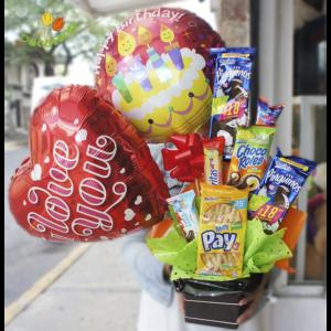 Pastelitos y dos globos chico