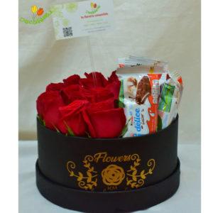 Caja redonda chica con rosas y kinder delice