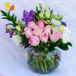 Rosas iris y matiolas