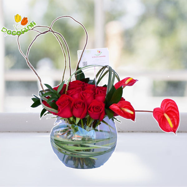 Rosas rojas y anthurios