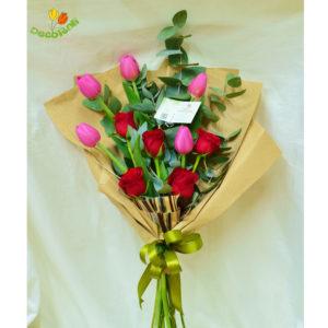 Rosas y tulipanes en ramo