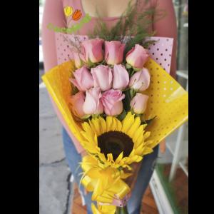 rosas y girasol grande