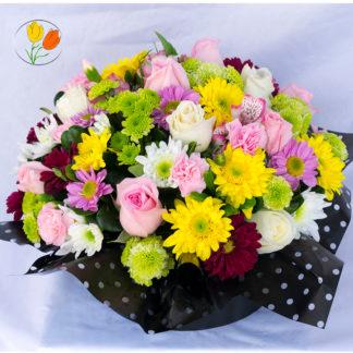 Caja de flores rosadas