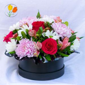 Roxana rosas y alstroemerias en caja