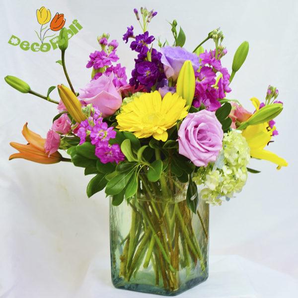 Matiola lilis y rosas en vidrio