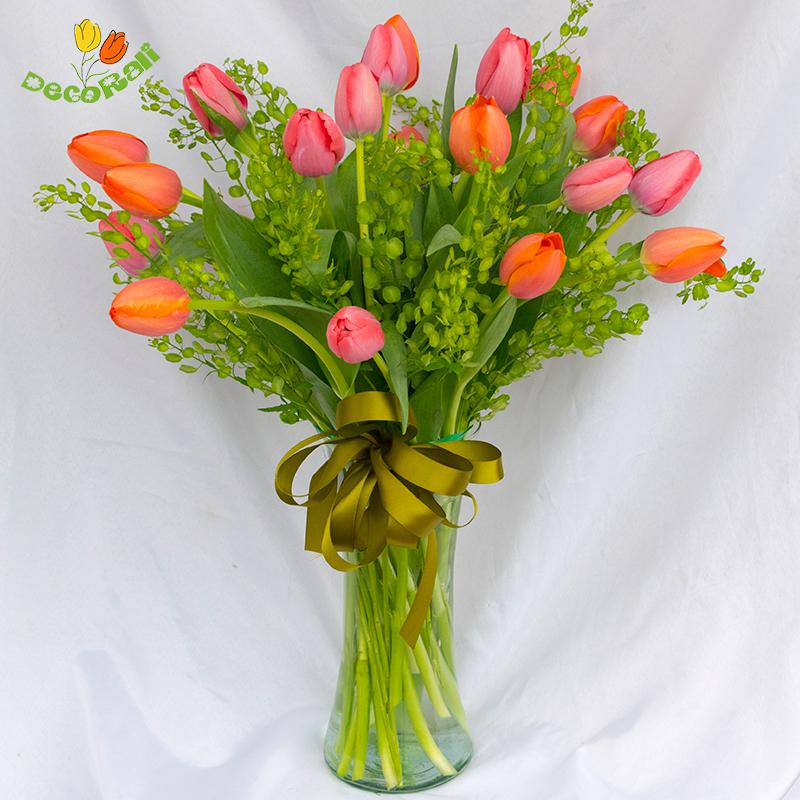 Tulipanes 20 en florero de vidrio