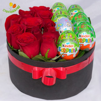 Caja de rosa y kinder sorpresa