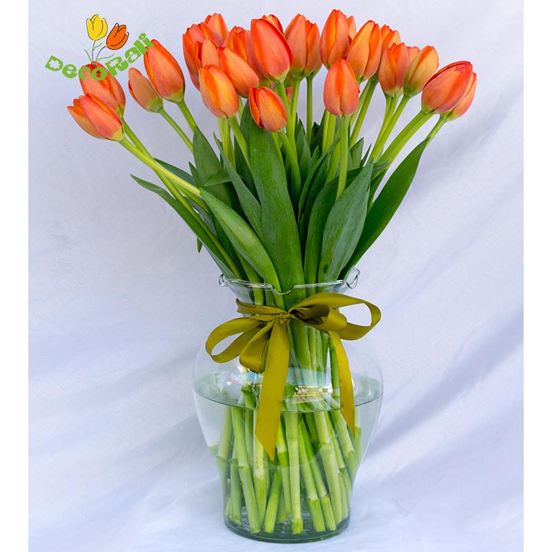 Tulipanes 40 en florero de vidrio
