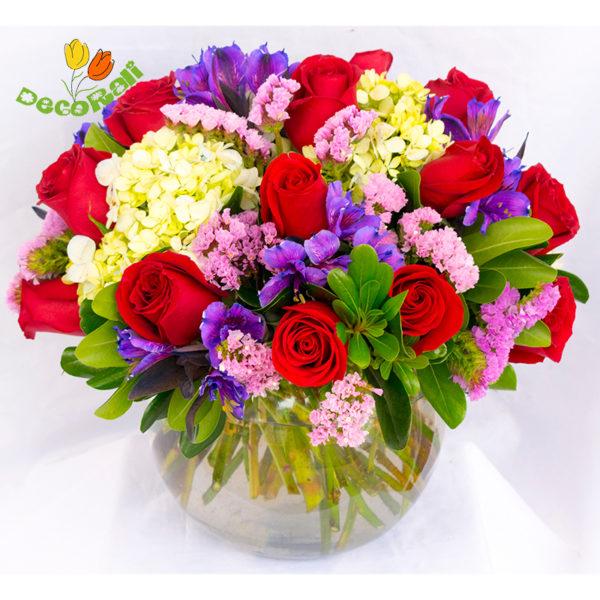 Rosas y hortensia en pecera