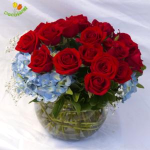 Hortensia y rosas en pecera