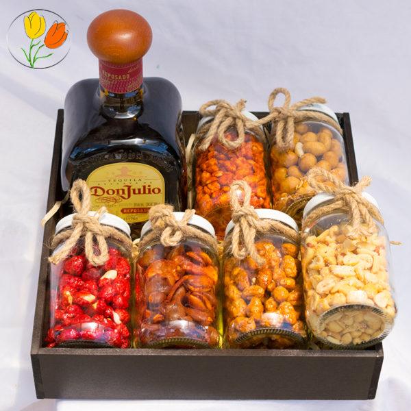 Don Julio en caja con botanas