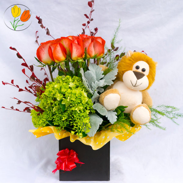 Rosas hortensia y peluche