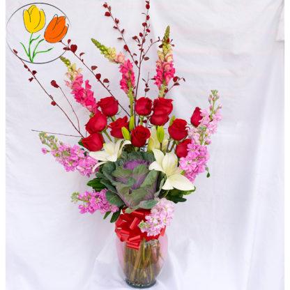 Rosas perritos y matiolas en jarron