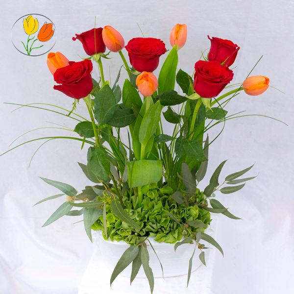 Rosas y tulipanes en ceramica